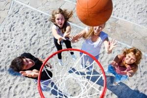 一緒に汗を流すスポーツはみんなに一体感を与えてくれる